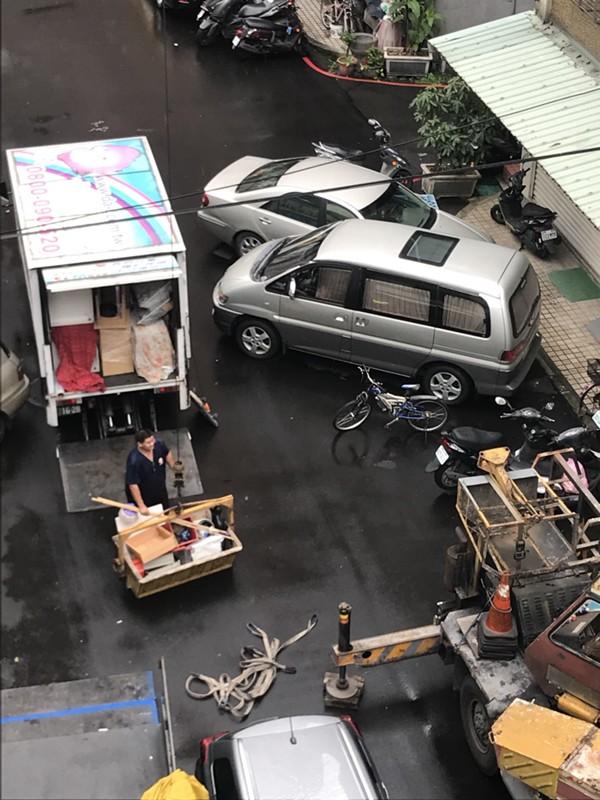 台北市新北市搬家案例.台北市士林區搬家至新北市中和區吊車作業搬運大型家俱4