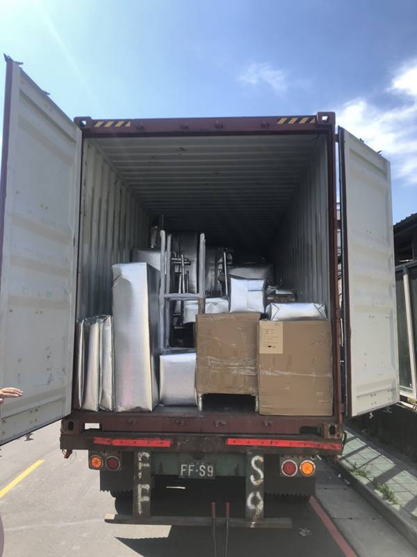 新北市搬家案例.拆兩個貨櫃與搬運-協助客戶進行外國進口特殊家具組裝2