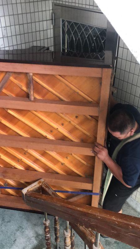 台北市搬家案例.士林區搬廢棄鋼琴至一樓巷口回收3