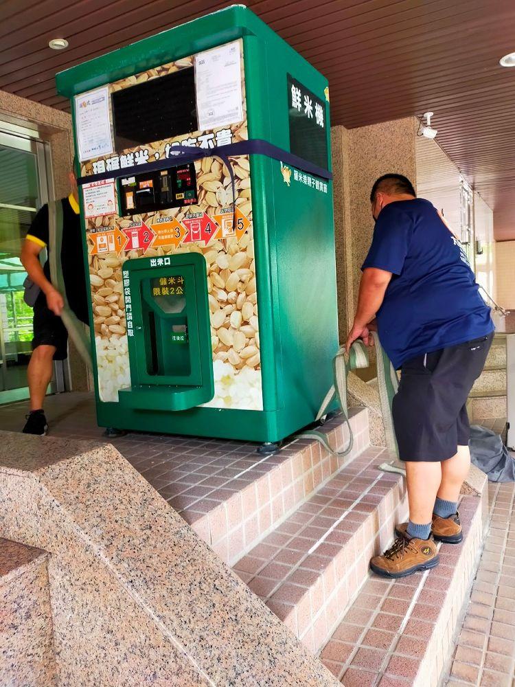 台北市內湖區搬家案例.鮮米自動販賣機鮮米機社區內搬運移動5